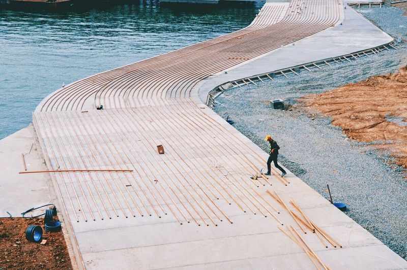 One Man Only One Person Outdoors Minimalist Architecture Istanbul Streetphotography Check This Out Peopleandplaces The Week On Eyem Street Photography The Street Photographer - 2017 EyeEm Awards BYOPaper! The Graphic City