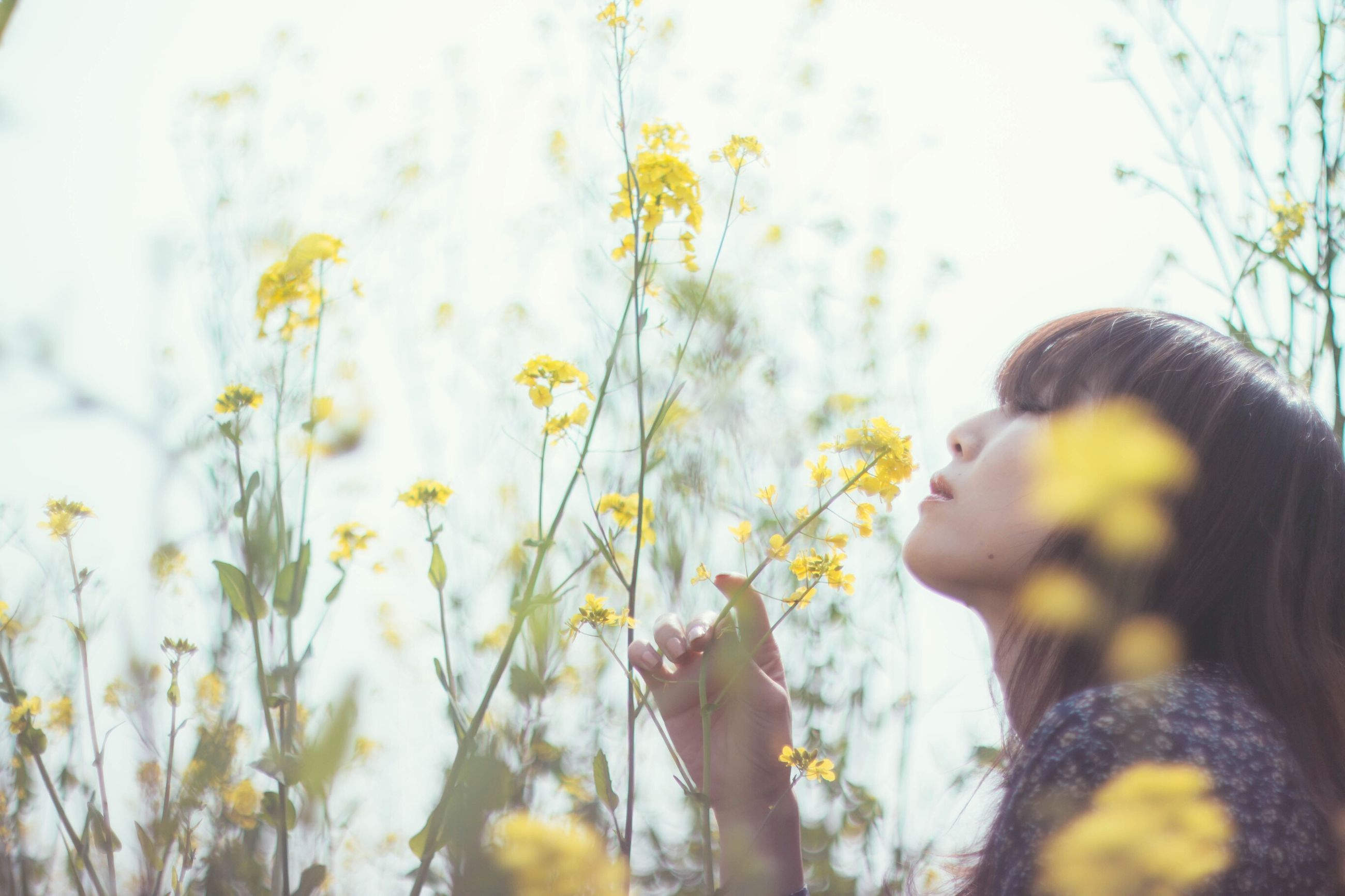 lifestyles, young women, real people, young adult, one person, headshot, leisure activity, flower, outdoors, day, close-up, nature, beauty in nature, women, beautiful woman, sky