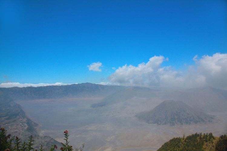 Peak Mount Batok Bromo in it there as well as indigenous people Tengger tribe which still maintain the culture of the ancient Javanese Hindu beliefs also seen no temple as a place of worship for the Tengger tribe. Batok Batok Mountain Bromo Bromo Mountain Bromo Mountain Indonesia Culture INDONESIA Javanese Culture Jawatimur Mountain Mountains Tample Tenggerbromo Traditional