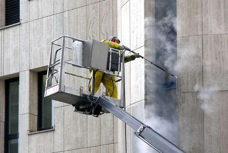 Façade Man Service Weather Worker Architecture Clean Dirty High-pressure Cleaner Industry Inustrial  Jet Job Manlift Manual Worker Occupation Outdoors Pressure Washer Professional Occupation Safety Spring Steam-jet Blower Stream - Flowing Water Technology Working