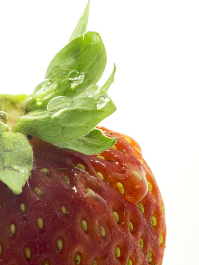 Freshness Macro Photography RainDrop Close-up Copy Space Drop Food Food And Drink Freshness Fruit Green Color Healthy Eating Indoors  Leaf Macro Nature No People Plant Part Red Color Screensaver Still Life Strawberry Studio Shot Wellbeing White Background