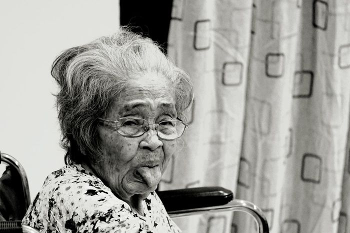 BLWERK! FROM 93 YEARS OLD LADY. 😊❤ The Portraitist - 2018 EyeEm Awards 93 YEARS OLD Kuching Sarawak Family Love Tease Teasing Portrait Women Happiness Headshot Human Face City Senior Adult Smiling Senior Women Retirement Grandmother Wrinkled Only Senior Women White Hair Grandparent Retirement Community