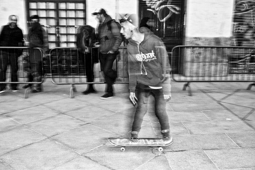 Streetphotography Street Photography Streetphoto_bw Streetphoto Fuji X-T1 Street Life Showing Imperfection Streettogs Urban Urbanphotography B&w Street Photography People B&w Madrid Movement Photography Movement SPAIN The Street Photographer - 2016 EyeEm Awards