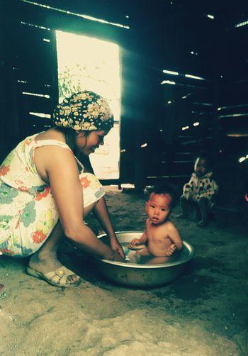 Mother&son Mother And Son Motherslove Bath Bath Time Vietnam Vietnam Trip