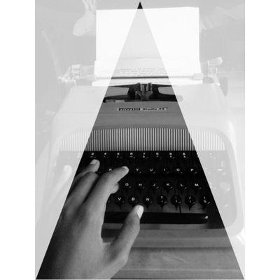 Typewriter Macchinadascrivere Letters Lettere lettera litter paper Carta testo text hand mano mani hands blackandwhite biancoenero b&w @leon65vor ←proprietario della macchina ...