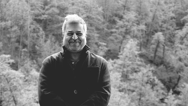 Only Men One Man Only Front View Portrait Outdoors Real People Day Gray Hair One Person Hill Station Keeping Warm CandidPortrait Live For The Story The Portraitist - 2017 EyeEm Awards