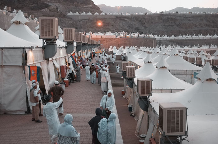Event Faith Hajj International Mina Saudi Arabia Muslims Saudi Arabia Schedule Crowd Crowd Of People Desert Landscape Haji Ihram Multi Racial Muslim Pilgrims Religion Religion And Beliefs Temporary Structures Tents