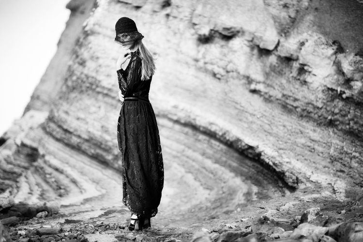 Vogue Style High fashion The Week on EyeEm Blackandwhite Looking At Camera 1920's Dressed Woman 1920's Style Black Dress Elégance Fashion Fashion Stories Hat Looking At Camera Woman Beautiful Woman Blond Hair Cliff Clothing High Fashion High Heels Long Skirt Outdoors Retro Fashion Retro Styled Rocky Background Scenery Shoes Vogue Style