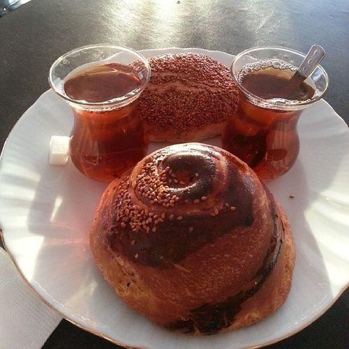 Sabahlarınız hayırlara vesile olur inşallah Dernek Kahvalt ı Breakfast With a friend @theuysal