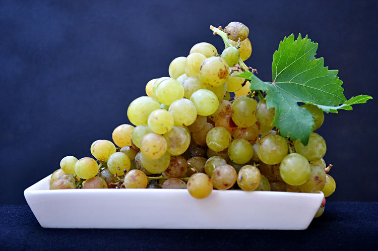 Racimo de uvas frescas Food Stories Grape Fruit Bunch Healthy Eating Elégance Vine - Plant Wine Grapefruit Food And Drink Close-up Nature Composition Food