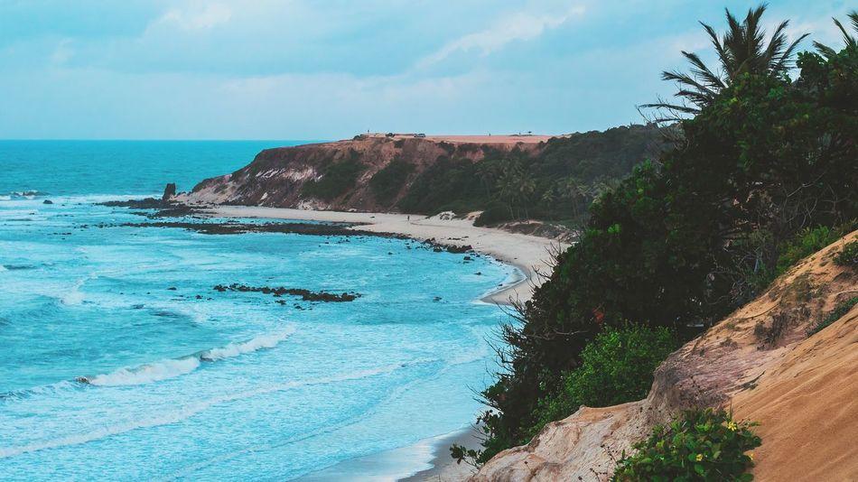 Onde o céu e o mar se encontram. Water Sea Sky Beach Nature Land Beauty In Nature Blue Trip Vacations Sunlight Scenics - Nature