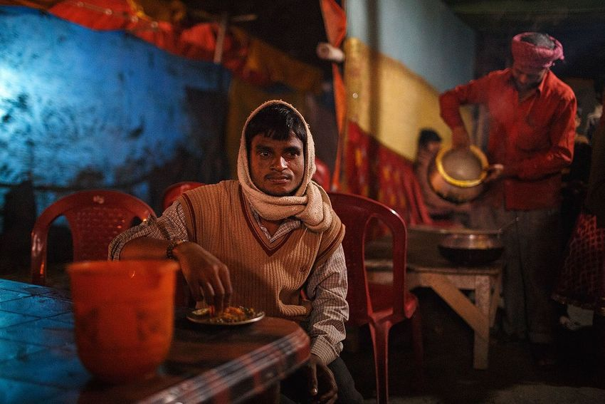 A late night meal at a small restaurant at Sonepur Mela in the state of Bihar, India. ASIA India Bihar Sonepurmela Sonepur Night Travel Travel Photography Restaurant Food Portrait