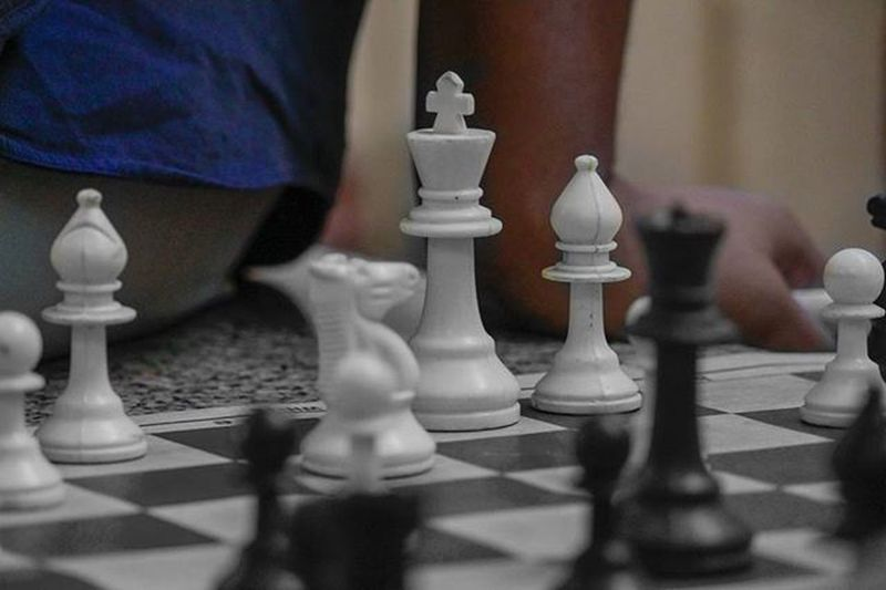 Even the king needs to be a soldier n fight to save himself😘😘😘BrainGames Chess King Soldier Blacknwhite Monochrome Photoofday Photooftheday Picoftheday Pic Photoshoot Follow4follow Likes Likes4likes Like4like Games Sports Clicks Canonlovers 😘😘😘😘😘