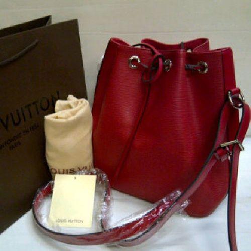 WTS: LV bag premium 2nd, baru 3x pakai. Minat pm me at line: shearenkwan or leave msg. Barang msh mulus no cacat. LV Louisvuitton Bag LVBag sale jualantas jual forsale