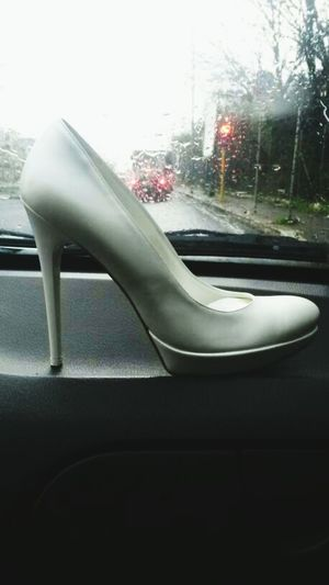 Wedding Photography Proposal Of Marriage Weddingshoes Weddingshoot Rainy Bridetobe White