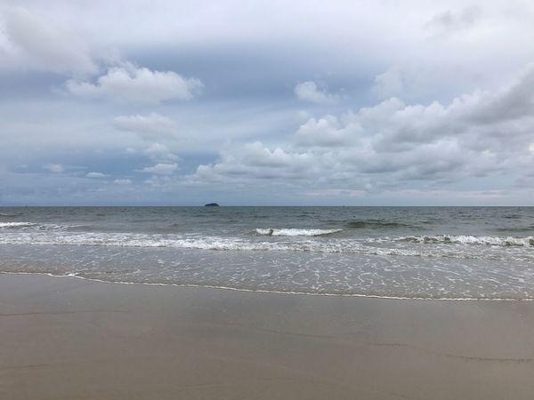 หาดทราย ทะเล Sea Beach Sky Cloud - Sky Beauty In Nature Nature Water Horizon Over Water Tranquility Sand Scenics Wave Day Tranquil Scene Outdoors No People Vacations Travel Destinations Rayong,Thailand EyeEm Here Vacations