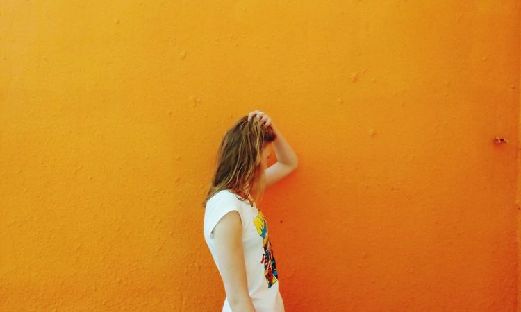 Orange Orange Color оранжевый стена Girl Old Buildings