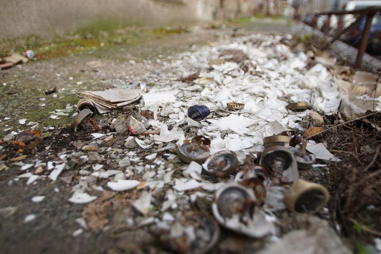 Rigaer Straße Sonya6000 Sony A6000 Berliner Ansichten Berlin Close Up Nah Dran Nahaufnahme Closeupshot Scherben Flaschen  Leuchtstoffröhren