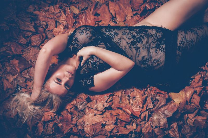 Leafs 🍃 One Person Real People Lifestyles Women Adult Young Adult Young Women High Angle View Lying Down Portrait Looking At Camera Land Body Part Relaxation Hair Front View Beautiful Woman