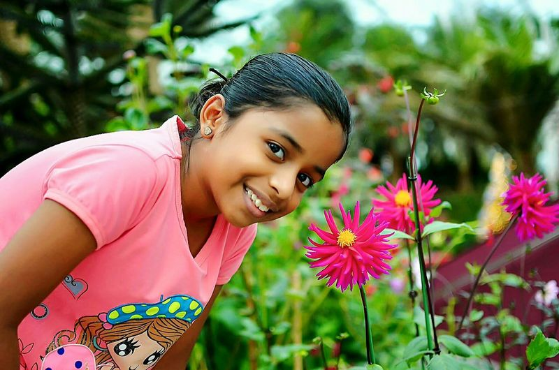 Portrait Flower Teenager Outdoors Nature Pink Color Park - Man Made Space Beautiful People Looking At Camera Child Beauty Close-up Smiling The Portraitist - 2017 EyeEm Awards EyeEm Ready   The Street Photographer - 2018 EyeEm Awards