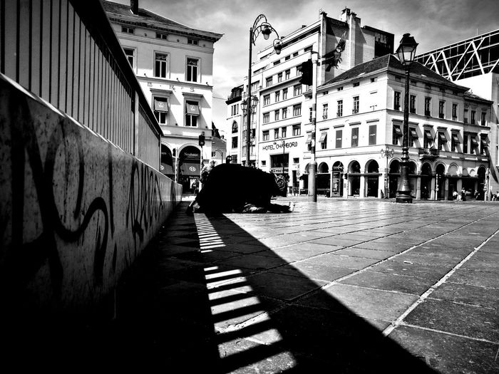 Streetphotography HuaweiP9 Huaweiphotography Huawei P9 Leica Blackandwhite Blackandwhite Photography Contrast Pauvreté Pauvrety Woman Woman Alone Alone Mendiant City Shadow Street Sky
