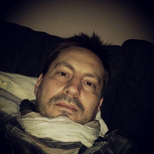 Känner mig lite risig idag. Vilar på soffan och hoppas piggna till snart. Selfie Selfportrait Sj  älvporträtt MeToday