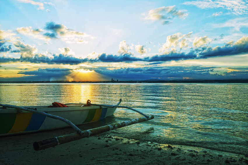 When day and night collide. Such a beauty. 😀 Sunset Beach Boat Seascape Afternoon Delight Yellow Rays Warm Travel Adventure Fakdatravels Samal Joanlaagan