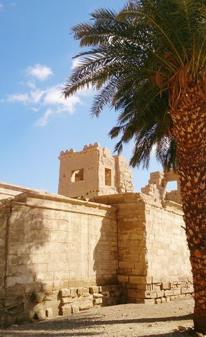 В Луксоре. египет архитектура Egypt Architecture