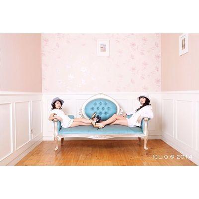 The sisters . Tjokro Family Family Indoor Photoshoot Icliq