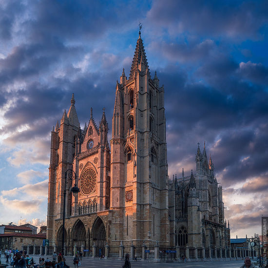 León's Cathedral Cathedral Cloud EyeEm EyeEm Best Edits EyeEm Best Shots EyeEm Nature Lover EyeEm Gallery EyeEmBestPics EyeEmNewHere SPAIN Shadows & Lights Sky And Clouds Architecture Building Exterior Built Structure Cloud - Sky Clouds Clouds And Sky Elcamino Light And Shadow Religion Shadow Sky Travel Travel Destinations