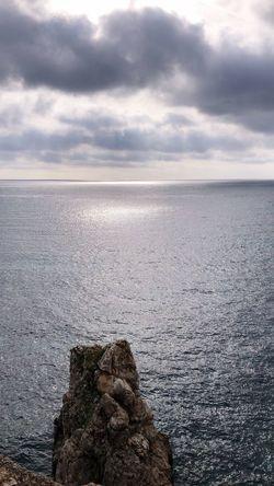 Que mejor sitio donde poder desconectar un momento y disfrutar de esta vista maravillosa.. Summer Views Summertime Balearic Islands Mallorcaphotographer Water Tranquility Beauty In Nature Tranquil Scene Sky first eyeem photo