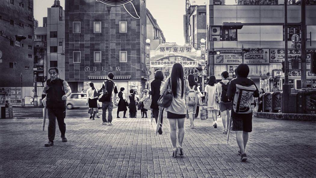 Snapshots Of Life On The Street... Streetphoto_bw Walker Walking Tetsubashi On The Bridge Nagasaki City Black & White Noir / V-LUX1 50mm F/5.6 de Harry up Lunch time🏃🏻 The Street Photographer - 2015 EyeEm Awards