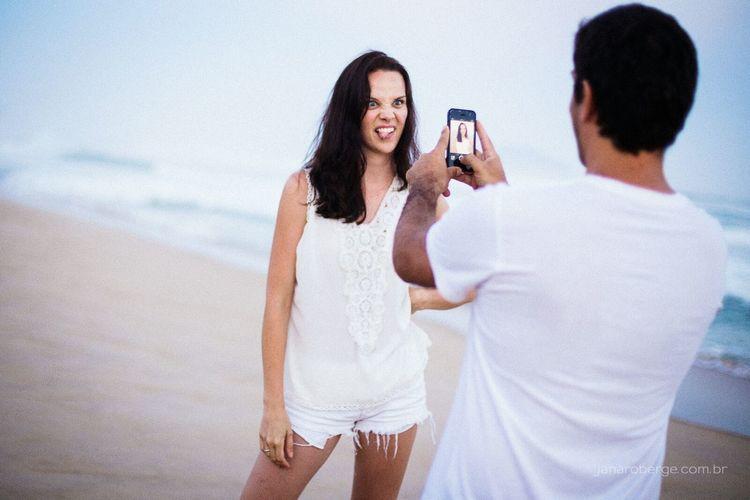 Leve a vida com bom humor sempre! Janarobergefotografia Noivos Praia Florianópolis Engagementsesion Lifestyle Photography Love Floripa Alegría Noiva Enjoying Life