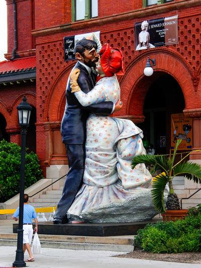 "Figur des amerikanischen Künstlers Seward ""Rhett Butler and Scarlett o'hara Seward Popart Popart Kunst Art Key West USA Art And Craft Florida Sculpture Statue"
