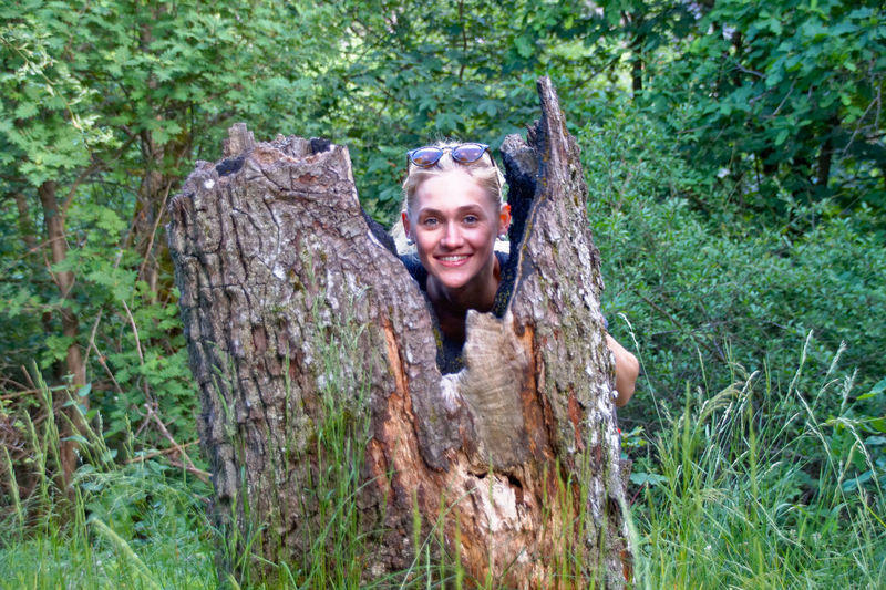 Adult Adults Only Cheerful Day EyeEm Selects Forest Happiness Log Looking At Camera Nature One Person Only Women Outdoors People Portrait Smiling Sommergefühle Toothy Smile Tree Tree Trunk Wood - Material Woodpile Young Adult