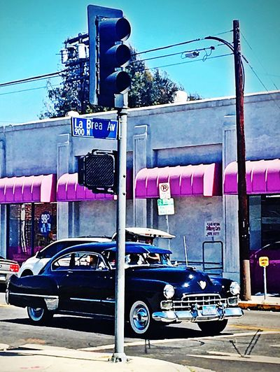 La Brea - Afternoon Drive Losangeles Hollywood Labrea Classic Car Drivebyphotography Drive Sunnyday Dogdaysofsummer Goldenretriever MeinAutomoment