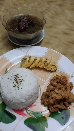 Crispy chicken skin, pork batchoy & banana Foodporn