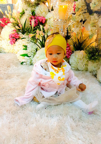 Flower High Angle View Babies Only Baby Freshness Close-up People Child Bonding Smiling Extremely Blessed ❤ Girls Joyful Moments Leisure Activity Father & Daughter Light Up Your Life Borneo Asian  Indoors  Blooming One Person Babyhood Real People Flower Head