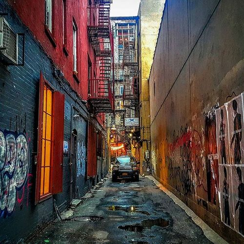 Photo by @Epok_Artography Lowereastside Lowermanhattan Alley Alleyway Nyalley NYC Newyorkcity Cobblestonestreets Manhattan Graffiti Graffitiart Nygraffiti Streetart Nyphotography Nystreetart UrbanART Urbanexplorer Urbanlandscape Inthecity  Getlost @getupny Getupny