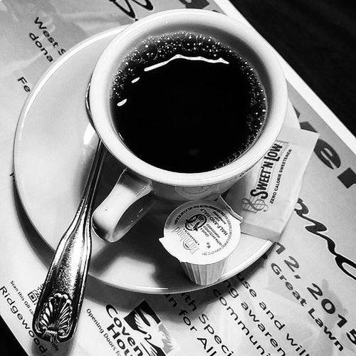 Pour up, drank ⏩☕ Coffee Halfandhalf Sweetnlow Caffeineaddict Vintage Monochrome Indie Alternative Urban Photography Dailytreat