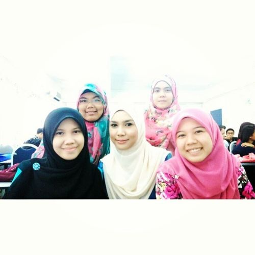 ^_^ With our beautiful Bussniess lecturer, Miss Haniza Which one is the lecturer ? Hahaha ^_^ Accountancy Classmates Lecturer Coolio UitmPerak BuangBelakang