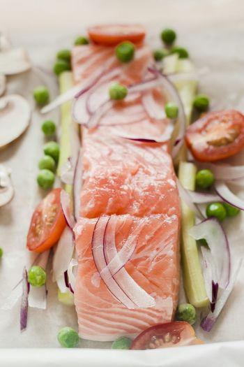 Cooking salmon with vegetables in parcel Cooking Ingredients Fish Vegetables Food Foodphotography Raw Healthy Healthy Food Healthy Eating Salmonsteak