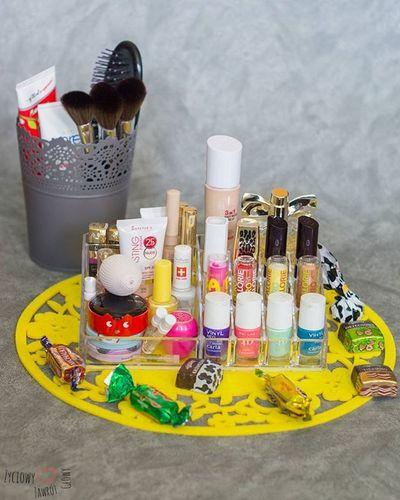 Dzień dobry😊🌝Oto moja mała kolekcja☺👍Wiadomo że to nie wszystko😊Super się sprawdza ten organizer😊Teraz czekam w rossmannie na szminki,pomadki,bo kilka rzeczy jeszcze by się przydało no i jakiś tusz też wpadnie😊 Organizer Biedronka Doniczka IKEA Kosmetyki Cosmetics Rossmann Sale Promocja Lakiery Pudry Podkłady Szminki Lipstick Lipbalm Rimmel Manhattan Wibo Lovely Makeup Zakupy Avon Wiosna Spring Pędzle perfumymakijażshoppingpepcopolishgirl