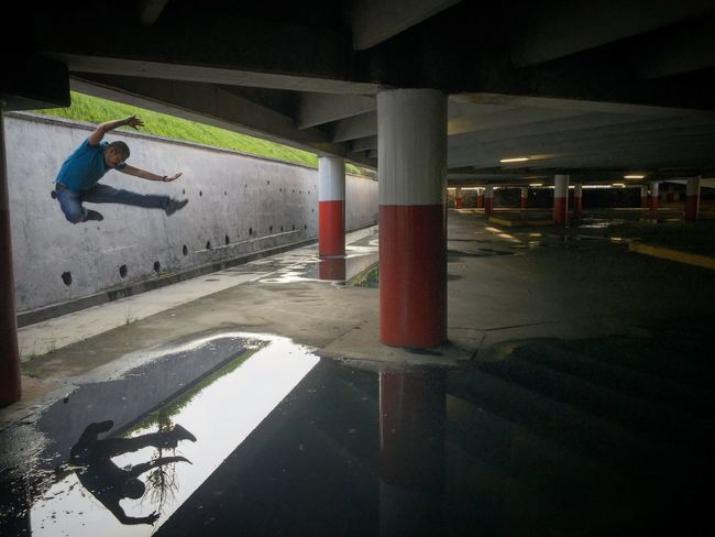 ugando con los reflejos. PhotoChac ChacJumps Xalapa Mexico Water Reflections Jumping Jump ChacJumps Jumpstagram