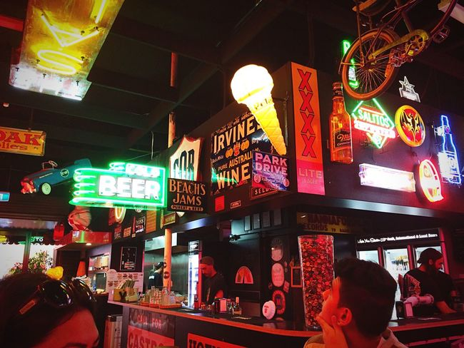 All The Neon Lights This burger restaurant is just full of neon signs! Neon Beer Signs Lights Colours