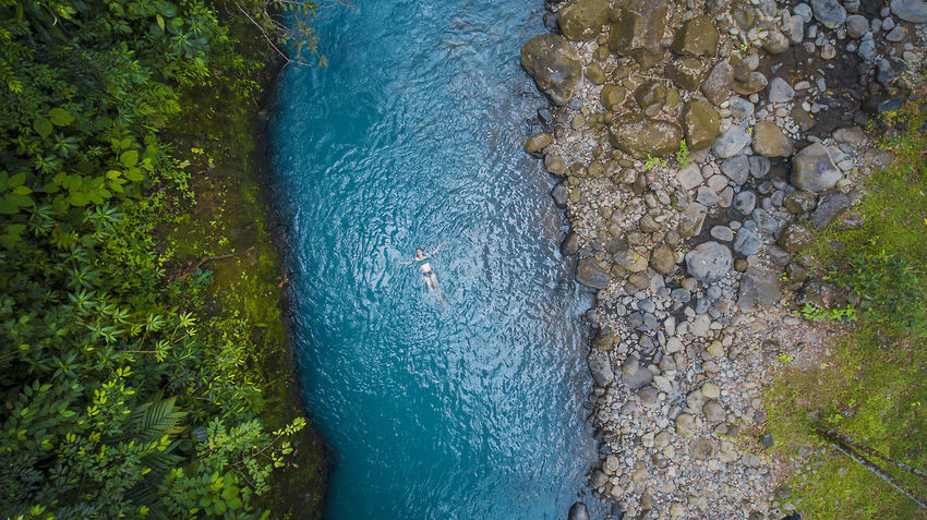 Foto de este fin de semana en rio celeste con phantom 4 Costa Rica Drone  Guanacaste Costa Rica Beauty In Nature Day Dronephotography High Angle View Nature Outdoors Rioceleste Tree Water Summer Exploratorium