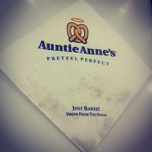 有一個漂亮的姐姐請我吃!開心 ♥ Happy Thankyou Beautifulgirl Auntieanne 's