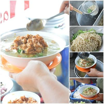 """""""Chicken noodles"""", how to make originaly chicken noodles, if noodles and chicken fritters meets, noodles go to delight dish... Makan Makanan Makananindonesia Masak Masakan Masakanindonesia Kuliner Kulinerindonesia Tukangmasak Citarasaindonesia Chef Koki Food Foods Foodie Foodies Foodphotography Foodstagram Foodgram Eat Eats Eating Culinary Cullinary Cook  cooking cuisine pariwisata sumaterautara catering"""