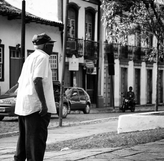 Car City Street Architecture City Life People Adults Only City Street Day Rua Idoso Pretoebranco Cotidiano Cotidiano Hurbano Brasil Building Exterior Transportation Built Structure Outdoors One Man Only One Person Adult Only Men Full Length Lost In The Landscape