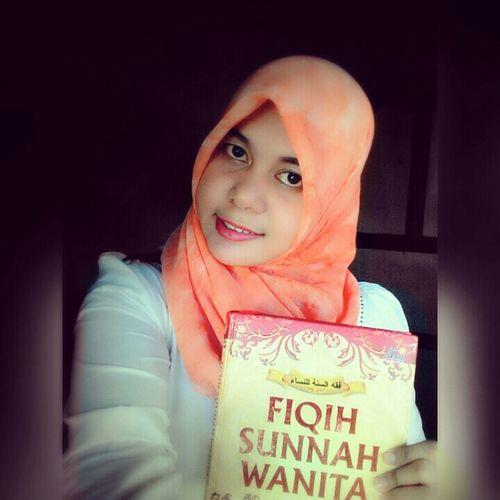 Fiqih Sunnah Wanita Reading Time! Gorontalo Kota Gorontalo EyeEm Indonesia INDONESIA